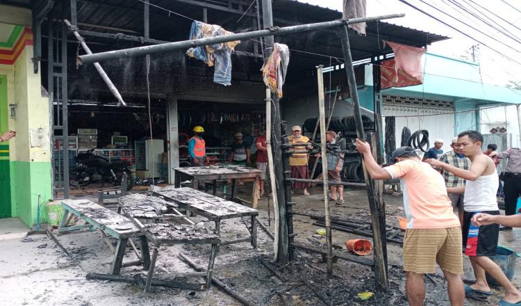 Kios Bensin dan Bengkel Milik Warga Muncar Banyuwangi Terbakar