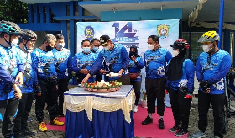 HUT ke 14, BPR BKK Kendal Gowes Bareng dengan Bupati dan Wakil Bupati
