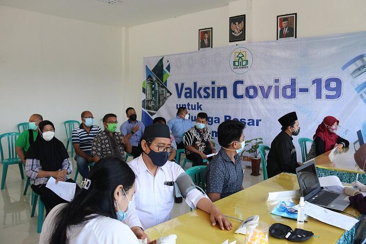 Seluruh Dosen dan Karyawan IAIN Jember Vaksinasi Dosis Pertama