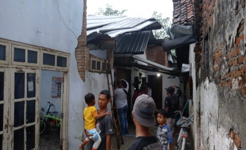 Diterjang Angin Atap Rumah Warga Desa Sidowareg Ngoro Jombang Amburadul