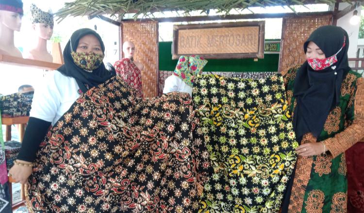 Batik Motif Covid-19 Buatan UMKM Songgon Banyuwangi Laris Diburu Pembeli