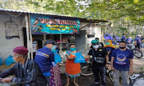 Lora Fadil Gelar Gowes Bersama NasDem Bondowoso Sambari Bagi-bagi Sembako