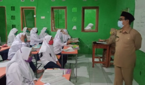 Kepala Kemenag Probolinggo Minta Madrasah Konsisten Terapkan Prokes Saat Pembelajaran Tatap Muka