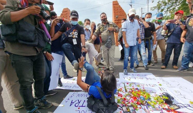 Puluhan Wartawan Mojokerto Desak Polda Jatim Usut Tuntas Kasus Penganiayaan Jurnalis Tempo