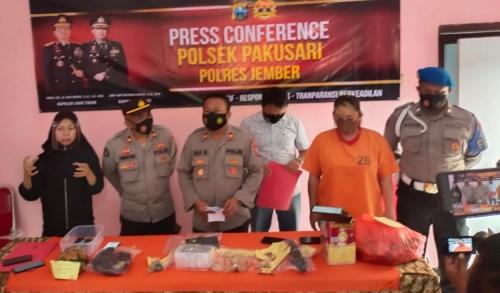 Uang 61 Juta Ditukar Daun Busuk, Dukun Pengganda Uang di Jember Diringkus Polisi