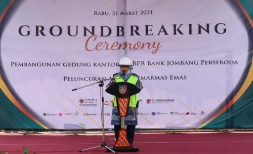 Bupati Jombang  Harapkan Kantor Baru BPR Bank Jombang ,Nantinya Bisa Berikan Dampak Signifikan ke Masyarakat
