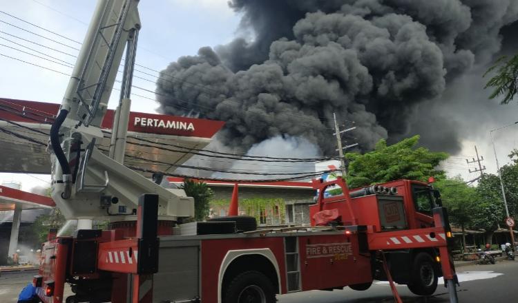 Breaking News, Kebakaran Terjadi di Dekat SPBU Margomulyo Surabaya