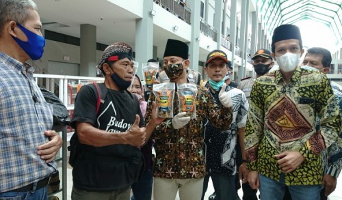 Pasar Pon Trenggalek Dibuka, Senyum Lebar Terpancar Dari Wajah Para Pedagang