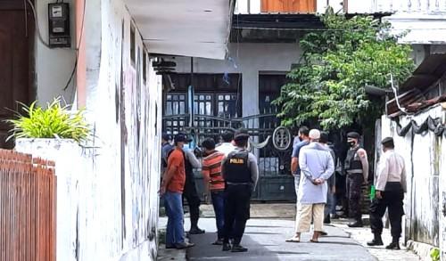Geledah Rumah Terduga Teroris di Tuban, Densus 88 Temukan Jas Bertuliskan ISIS