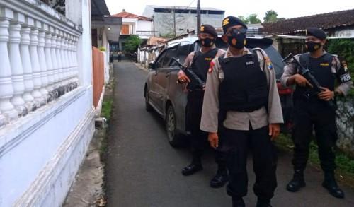 Pria Terduga Jaringan Teroris Diamankan Densus 88 di Rengel Tuban