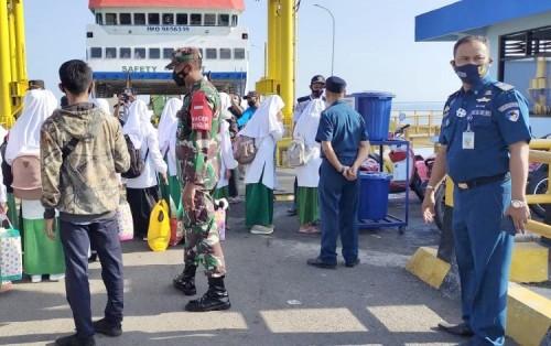 KKP KSOP Panarukan Pantau Keselamatan Pelayaran KMP Munggiyango Hulalo