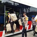 75 Personel Satbrimob Polda Jatim BKO ke Polda NTT Bantu Korban Banjir Bandang
