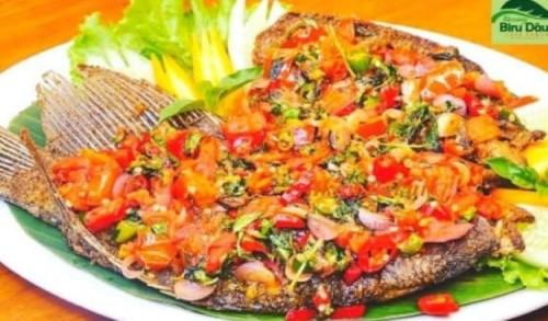 Ikan Bakar Gurame Dabu-dabu, Masakan Khas Waroeng Biru Daun Situbondo