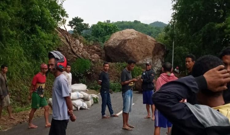 Longsor, Jalan Negara Trans Reo - Ruteng Manggarai Lumpuh Total