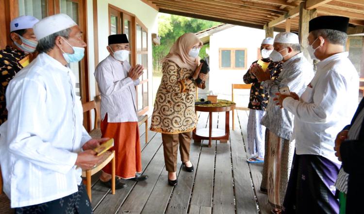 Kiai di Banyuwangi Doakan Kepemimpinan Bupati dan Wakilnya Membawa Keberkahan