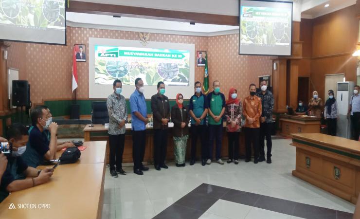 Bupati Jombang Minta APTI Jatim Majukan Petani Tembakau