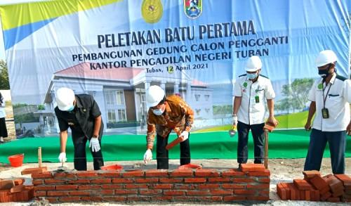 Peletakan Batu Pertama Gedung PN Tuban, Bupati Berharap Bisa Layani Masyarakat Secara Modern