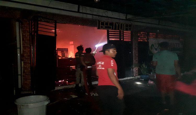 Ditinggal Pemiliknya, Gesti Caffe Situbondo Terbakar