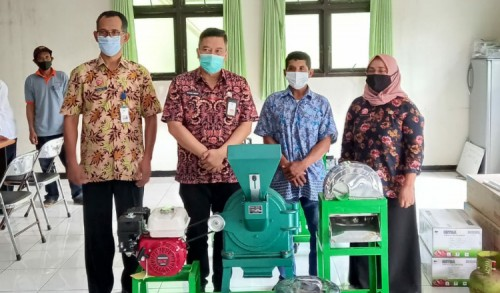 Dukung Pemulihan Ekonomi Petani, DTPHP Kabupaten Malang Beri Bantuan Mesin Pertanian