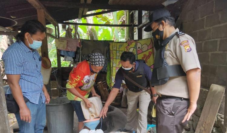 Polres Mukomuko Hentikan Produksi Minuman Jenis Tuak Tanpa Izin