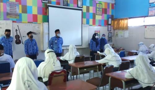 PTM Dimulai, Bupati Gresik Sidak Sejumlah Sekolah Pantau Prokes