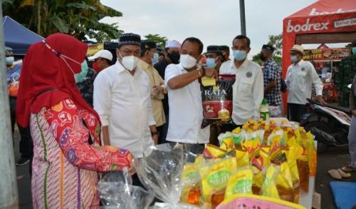 Dampingi Wawali Armuji Kunjungi Bazar Ramadhan di Rungkut, Anas Karno: Wujud Pemulihan Ekonomi