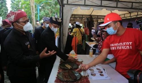 Dinas Pengairan Banyuwangi Gelar Festival Oling, Ajak Masyarakat Nikmati Kuliner Lokal di Pinggir Sungai