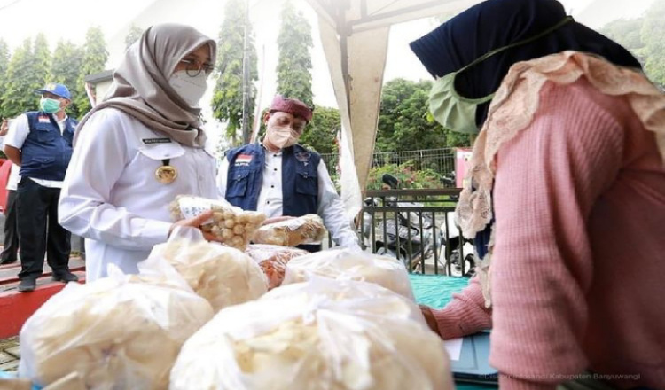 Bupati Ipuk Kumpulkan Camat, Dukung dan Kawal Pasar Takjil untuk Pemulihan Ekonomi