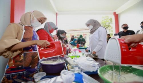 Pulihkan Ekonomi, Bantuan Alat Usaha Gratis Mulai Digulirkan ke Warga Banyuwangi