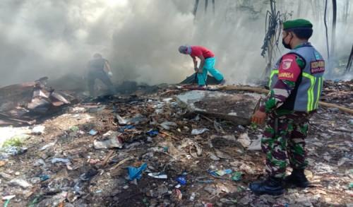 Sampah Pabrik Udang di Banyuwangi Terbakar, Api Sempat Merembet ke Tembok Pabrik