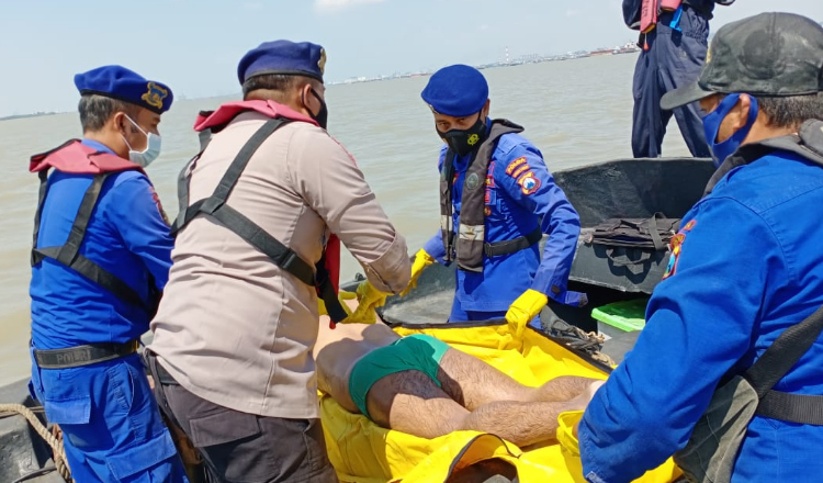 Mayat Tak Beridentitas Mengapung di Perairan Gresik