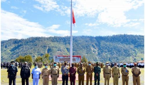 Apel Gelar Pasukan, Puncak Jaya Kibarkan Bendera Setengah Tiang