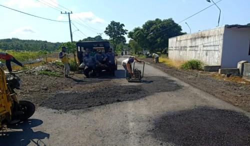 Jalan Rusak Akibat Aktivitas Tambang di Banyuwangi Mulai Diperbaiki