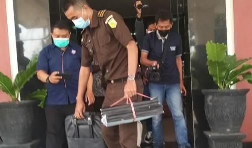 Tim Pidsus Kejari Kabupaten Madiun Geledah Kantor Bapenda dan Kantor Desa Gemarang Terkait Dugaan Korupsi PBB-P2