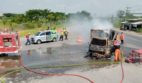 Gresik Rawan Laka, Sehari Dua Kejadian, Satu Tewas hingga Mobil Terbakar