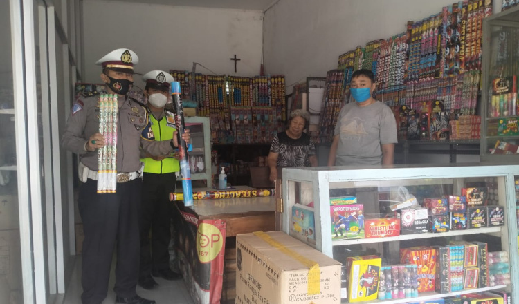 Pasca Ledakan Petasan di Ponorogo, Polisi Sidak Penjual Kembang Api