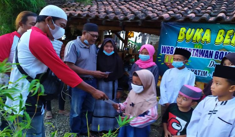 Komunitas Wartawan Lokal di Bojonegoro Berbagai dengan Anak Yatim Piatu