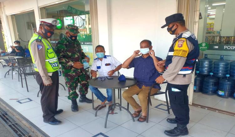 Operasi Protkes di Teluk Pandan, Tempat Ngabuburit Jadi Sasaran
