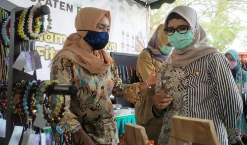 Dukung Pengembangan Produk Lokal, Bupati Blitar Rini Luncurkan Kampung Ramadhan