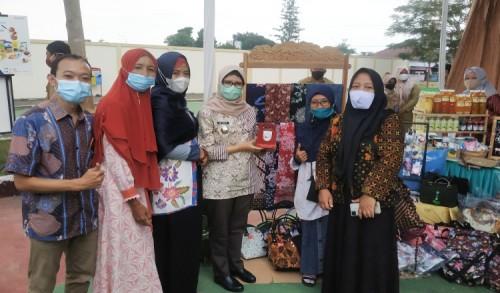 Bupati Rini Ajak ASN Ayo Bela Beli Produk Blitar di Kegiatan Kampung Ramadhan