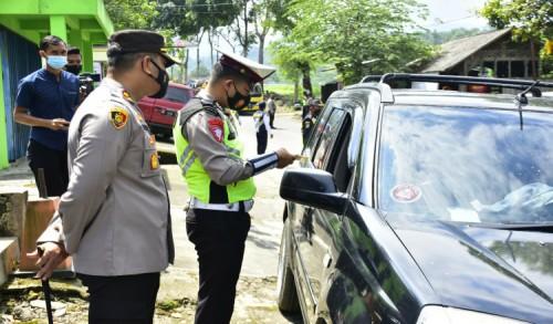 Hari Pertama Larangan Mudik di Blitar, Ratusan Pengendara Disuruh Putar Balik Polisi