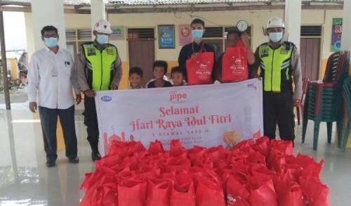 Jelang Idul Fitri, JIIPE Berbagi Kebahagiaan kepada Anak Yatim dan Dhuafa