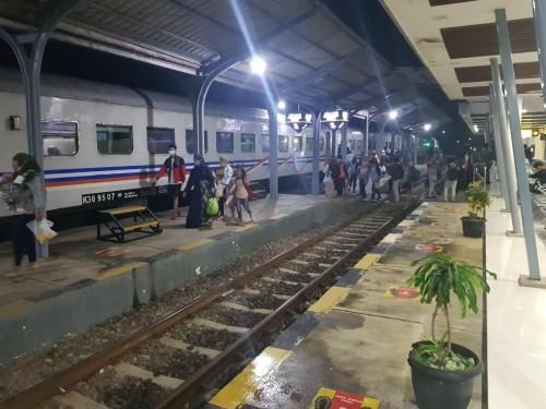 Kereta Api Tetap Beroperasi Hanya Untuk Perjalanan Mendesak dan Non Mudik