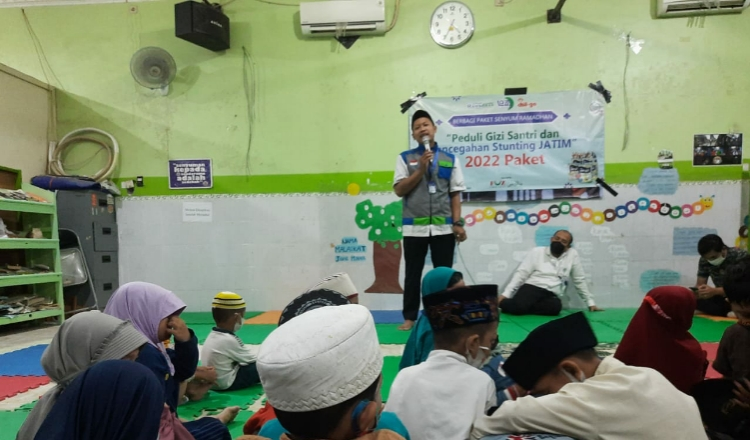 Peduli Gizi Santri, LAZIS Nurul Falah Surabaya Bagikan Ribuan Box Susu