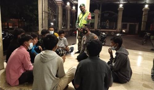 Puluhan Pelajaran SMKN 2 Painan Sumatra Barat Terlantar di Situbondo