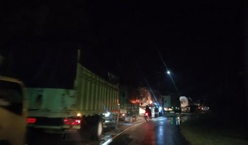 Longsor di Kuok Kampar, Sebabkan Kemacetan Sejauh 1 KM