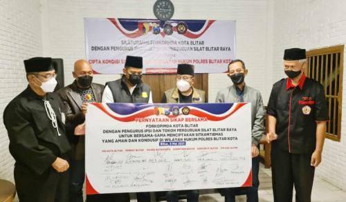 Ciptakan Situasi Kamtibmas, Kapolres Bitar Kota Bersilahturahmi dengan Tokoh Perguruan Silat