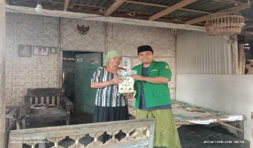 Di Tengah Pandemi Covid-19, PAC GP Ansor Wonosari Bondowoso Bagikan Zakat Fitrah