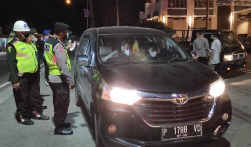 Nekat Mudik Tengah Malam, Pos Banyuglugur Situbondo  Putar Balikan Puluhan Kendaraan