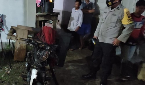 Disambar Kembang Api, Sepeda Motor Warga Mukomuko Hangus Terbakar